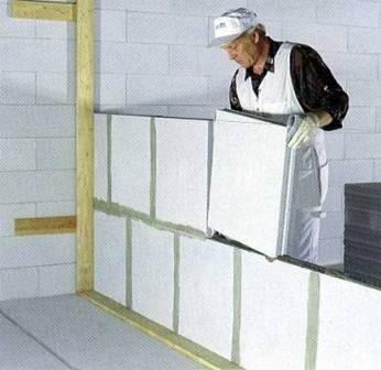 Возведение перегородок из пазогребневых блоков
